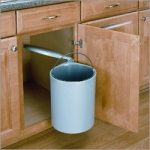 Swing-Out Garbage Can with Lid