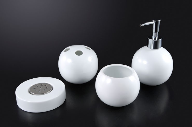 Wray - 4 piece bath accessory set
